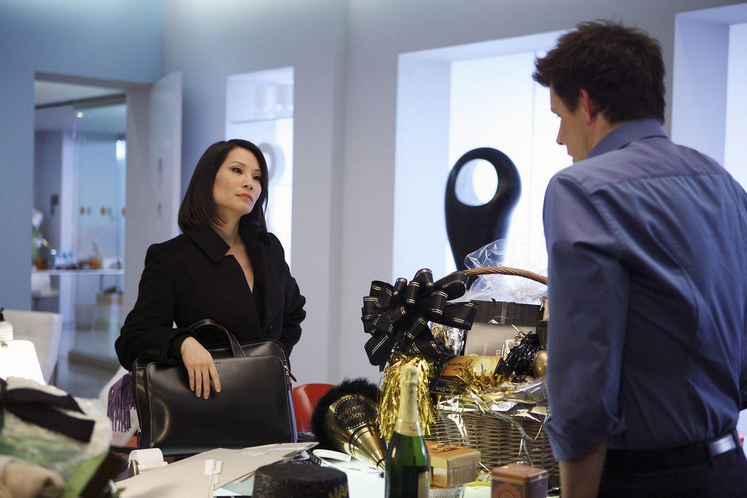 Daniel (Eric Mabius, r.) hat mit der erfolgreichen Rechtsanwältin Grace Chin (Lucy Liu, l.) ein eher unangenehmes Déjà vu ... - Bildquelle: Buena Vista International Television