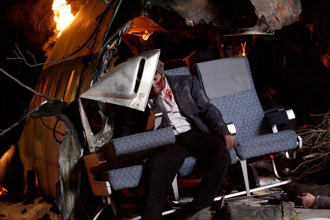Nicolas Skourias (John Tokatlidis) ist einer von neun Überlebenden des tragischen Flugzeugabsturzes am 20. Januar 1992 nahe dem Mont Sainte-Odile im... - Bildquelle: Ian Watson Cineflix 2009