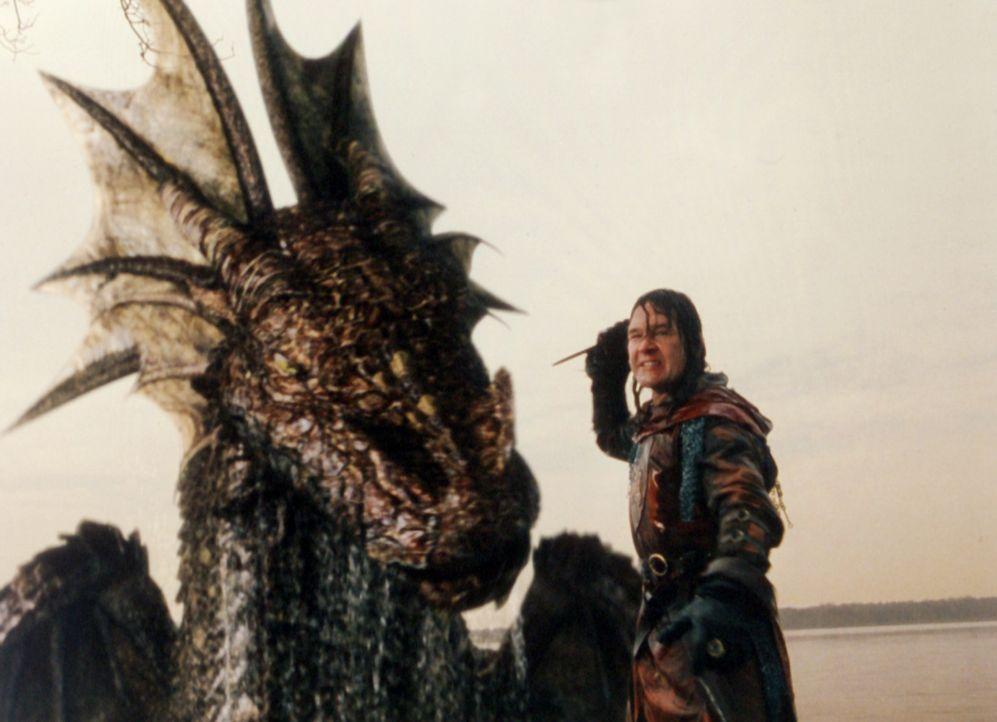 Ritter Garth (Patrick Swayze) muss sich dem gefährlichen Drachen stellen … - Bildquelle: ApolloMedia