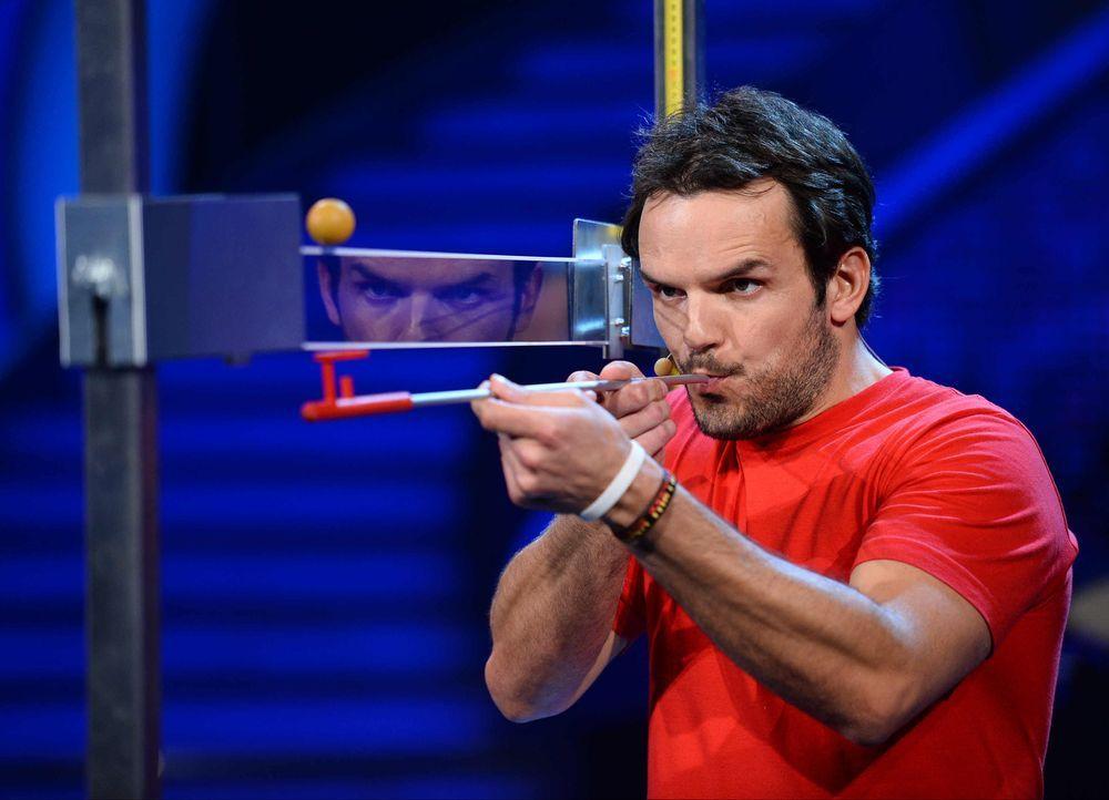 Kämpft, damit er als Sieger aus der Show geht: Steffen Henssler ... - Bildquelle: Willi Weber ProSieben