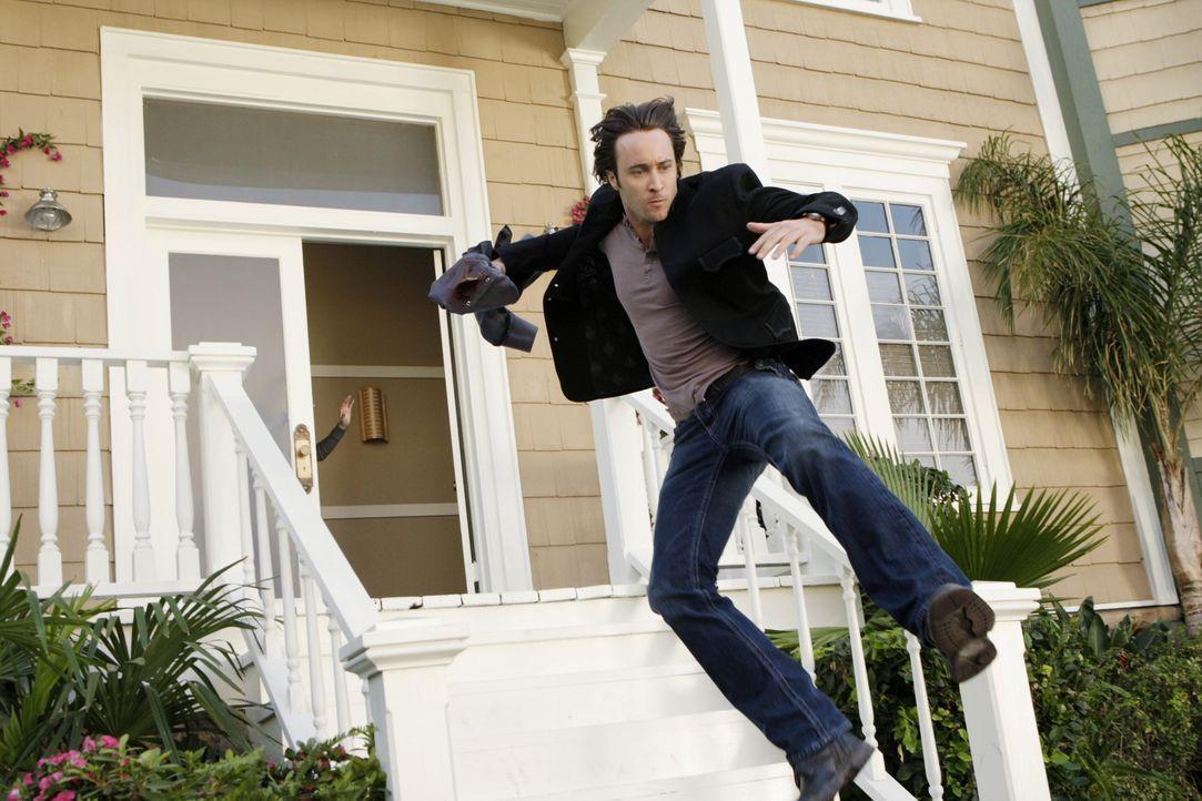 Das Schicksal von Josh liegt in Micks (Alex O'Loughlin) Händen: Beths Freund wurde von einem Drogenbaron entführt und nun soll ausgerechnet Mick sei... - Bildquelle: Warner Brothers