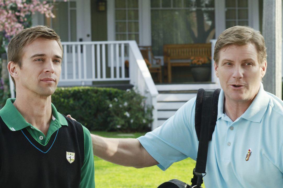 Während Gaby schockiert ist, dass Renee trotz Beths tragischem Selbstmord tatsächlich eine Nachbarschaftsparty plant, bekommt Tom (Doug Savant, r.)... - Bildquelle: ABC Studios