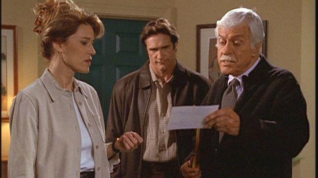 Mark (Dick Van Dyke, r.) und Steve (Barry Van Dyke, M.) präsentieren Caroline...