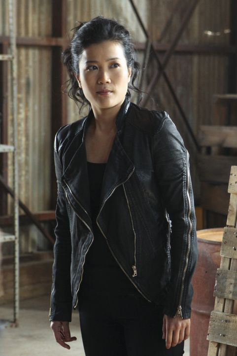 Happy (Jadyn Wong) ist entsetzt, als sie sieht, welche Rolle ihr in einer Reportage über Scorpion zugeordnet wurde ... - Bildquelle: Sonja Flemming 2014 CBS Broadcasting, Inc. All Rights Reserved