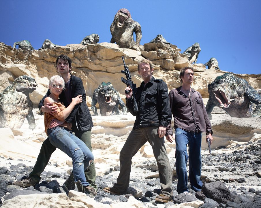 Die Urzeitmonster sind zurück: Connor (Andrew Lee Potts, 2.v.l.), Abby (Hannah Spearritt, l.), Cutter (Douglas Henshall, 2.v.r.) und Stephen (James... - Bildquelle: ITV Plc