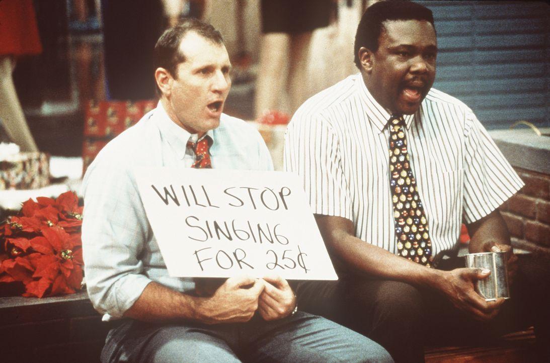 Die beiden arbeitslosen Al (Ed O'Neill, l.) und Griff (Harold Sylvester, r.) haben eine zündende Geschäftsidee. - Bildquelle: Sony Pictures Television International. All Rights Reserved.