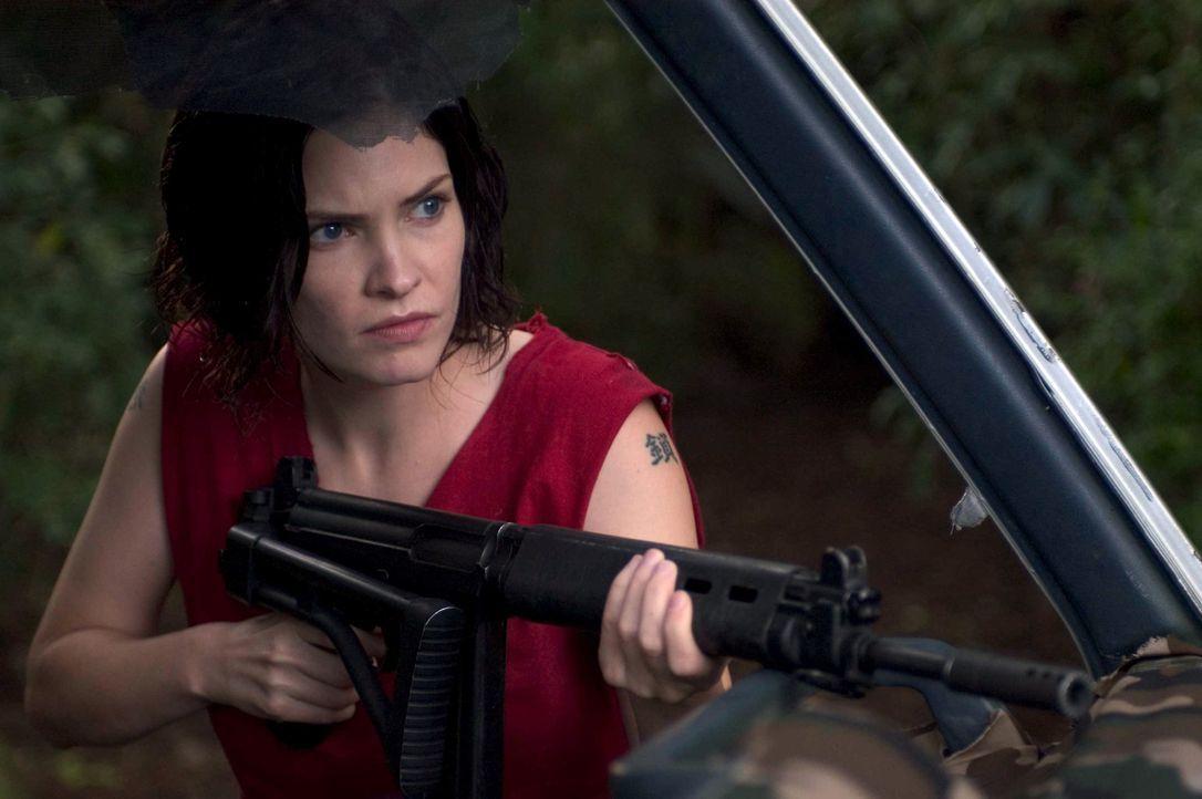 Die mutige Pressesekretärin Sharon Serano (Jill Bennett) plant, das Rebellencamp zu unterwandern, um Walker zu befreien. Ein gefährliches Unterfange... - Bildquelle: Regent Entertainment