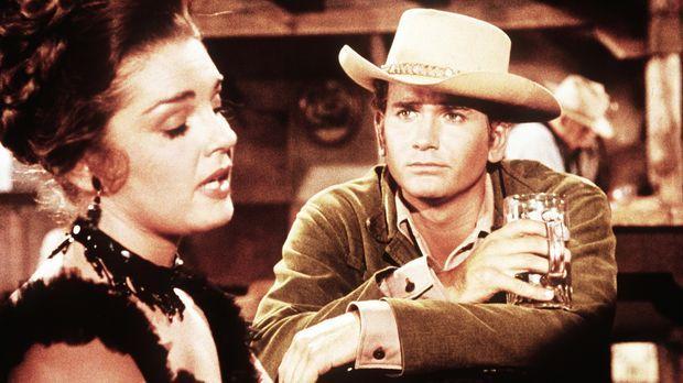 Little Joe Cartwright (Michael Landon, r.) flirtet mit der Saloondame Lorna (...