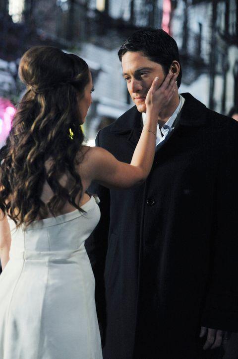 Überrascht Melinda (Jennifer Love Hewitt, l.) mit einer kleinen, sehr romantischen Hochzeitsfeier: Jim (David Conrad) - Bildquelle: ABC Studios