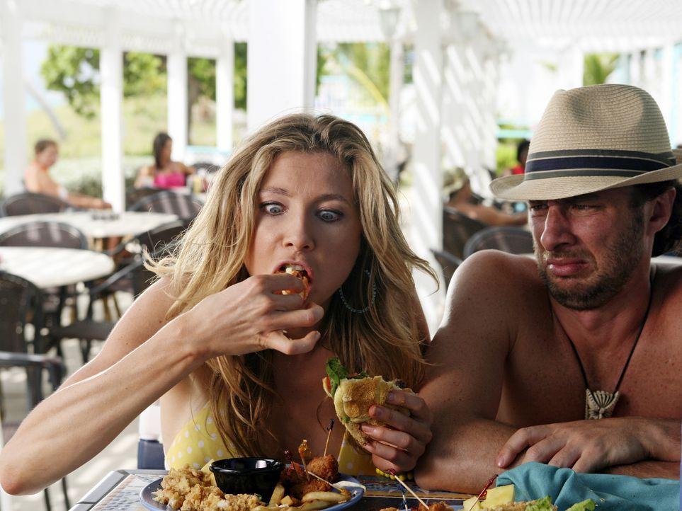 J.D. (Zach Braff, r.) stellt fest, dass Elliot (Sarah Chalke, l.) die Diät für die perfekte Bikinifigur beendet hat ... - Bildquelle: Touchstone Television