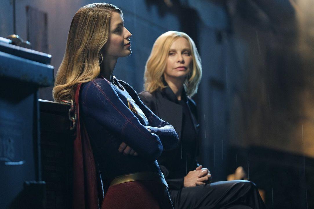Was sie von Rheas jüngsten Entscheidungen halten soll, weiß Supergirl (Melissa Benoist) nicht so richtig ... - Bildquelle: 2016 Warner Brothers