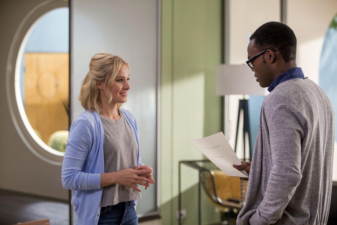 """Da Eleanor (Kristen Bell, l.) nur durch ein Versehen im """"Good Place"""" gelandet ist, wird Chidi (William Jackson Harper, r.) niemals eine richtige See... - Bildquelle: Ron Batzdorff 2016 Universal Television LLC. ALL RIGHTS RESERVED."""