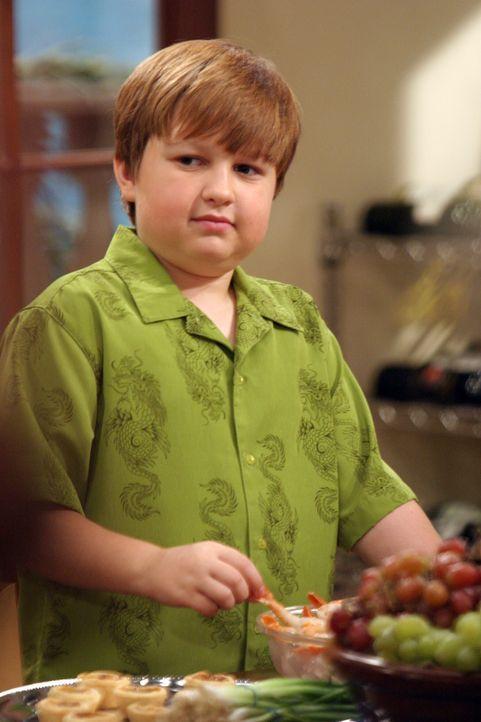 Charlie und Alan wollen Alans Sohn Jake (Angus T. Jones) ein Vorbild sein und nehmen sich vor, ihre Mutter Evelyn von nun an freundlich zu behandeln... - Bildquelle: Warner Bros. Television
