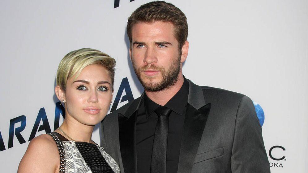Miley Cyrus und Liam Hemsworth: Familie äußert sich zu Hochzeitsgerücht - Bildquelle: WENN.com/Nikki Nelson
