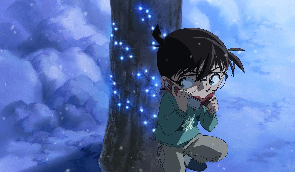 Ein neuer Fall für Detektiv Conan (Bild) und die Detective Boys: Nach einem Bombenanschlag auf die U-Bahn in Tokio, wird im Dorf Kitanosawa ein Mord... - Bildquelle: 2011 GOSHO AOYAMA/DETECTIVE CONAN COMMITTEE All Rights Reserved.