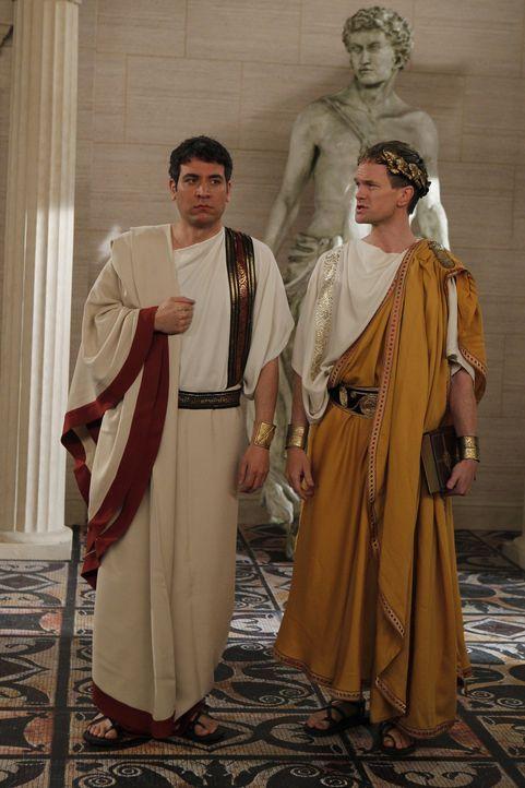 Barney (Neil Patrick Harris, r.) erzählt Ted (Josh Radnor, l.) und den anderen Freunden, die Geschichte des Bro-Eids, der bis zu Julius Caesar zur - Bildquelle: 20th Century Fox International Television