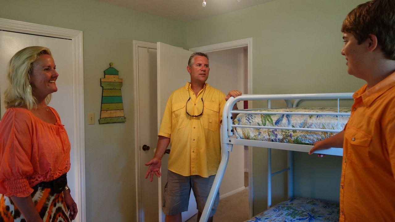 Ein Paar mit einem Sohn im Teenager-Alter wünscht sich ein Haus am Wasser - ... - Bildquelle: 2014, HGTV/Scripps Networks, LLC. All Rights Reserved.