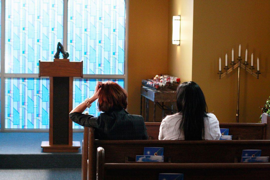Mit viel Mitgefühlt macht Callie (Sara Ramirez, r.) der besorgten Addison (Kate Walsh, l.) Mut ... - Bildquelle: Touchstone Television
