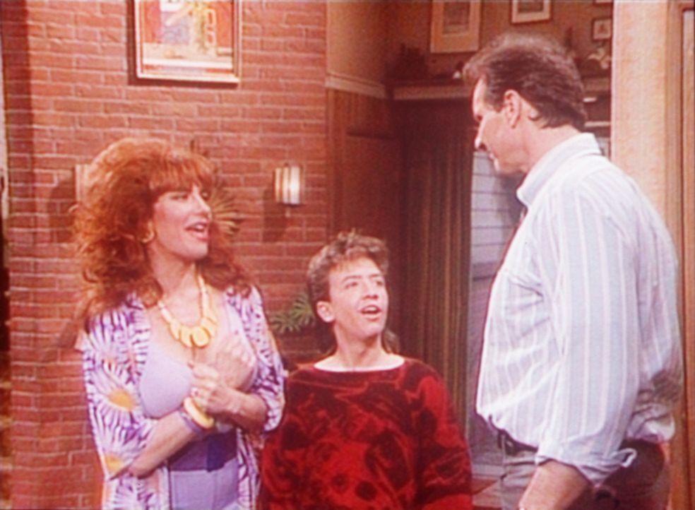 Al (Ed O'Neill, r.) glaubt, eine bahnbrechende Erfindung gemacht zu haben. Peggy (Katey Sagal, l.) und Bud (David Faustino, M.) sehen das anders. - Bildquelle: Sony Pictures Television International. All Rights Reserved.
