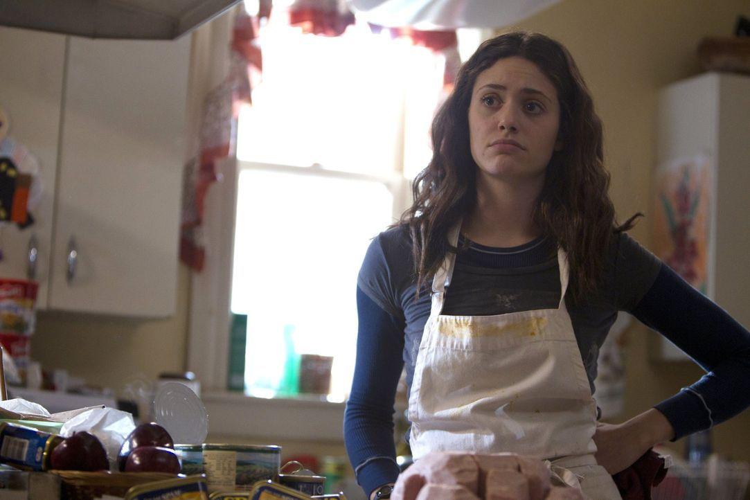 Um die Stimmung im Haus aufzuheitern, plant Fiona (Emmy Rossum) ein pompöses Thanksgivingfest. Doch eine Verzweiflungstat macht ihr einen Strich dur... - Bildquelle: 2010 Warner Brothers
