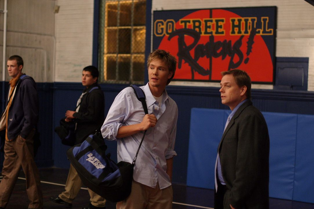 Für Lucas (Chad Michael Murray, 2.v.r.) steht fest: Er will auch nach der Highschool weiterhin Basketball spielen ... - Bildquelle: Warner Bros. Pictures