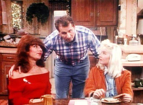 Eine schrecklich nette Familie - Al (Ed O'Neill, M.) eröffnet Peggy (Katey Sa...