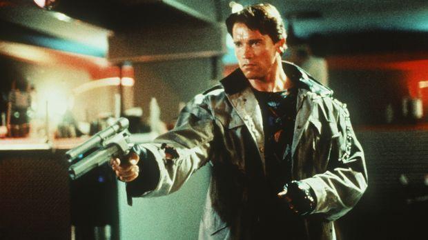 Er kommt aus der Zukunft, um zu töten: Der Terminator (Arnold Schwarzenegger)...