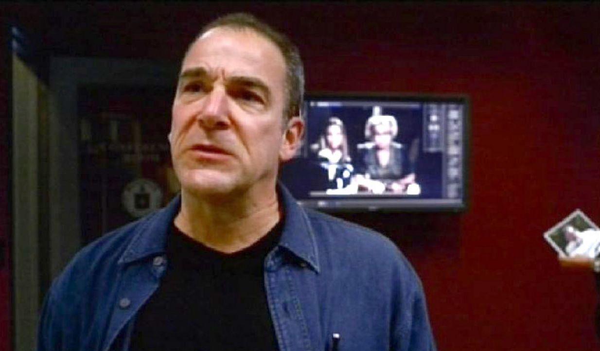 Als Jason Gideon (Mandy Patinkin) erfährt, dass sich sein alter Freund John Summers umgebracht haben soll, forscht er nach, weil er nicht an einen... - Bildquelle: Touchstone Television