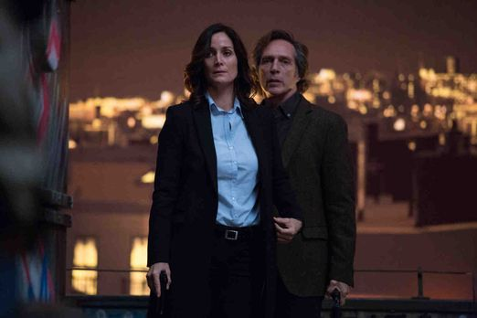 Crossing Lines - Showdown in New York: Hickman (William Fichtner, r.) und sei...