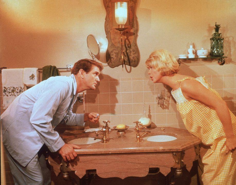 Durch grundlose Verdächtigungen machen sich Janet (Doris Day, r.) und Mike (Rod Taylor, l.) das Leben schwer ...