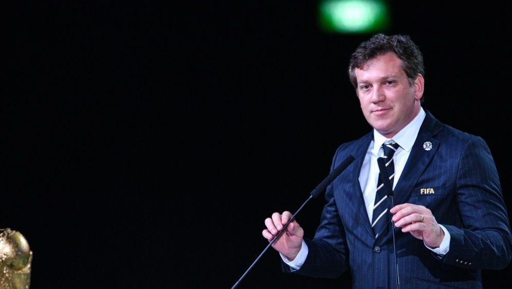 Der FIFA-Finanzchef Dominguez stellt seinen Bericht vor - Bildquelle: AFPSIDMLADEN ANTONOV