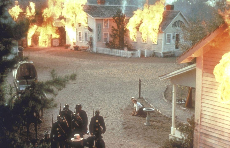 1862: In Amerika tobt der Bürgerkrieg, durch den viele Dörfer zerstört werden ... - Bildquelle: TriStar Pictures