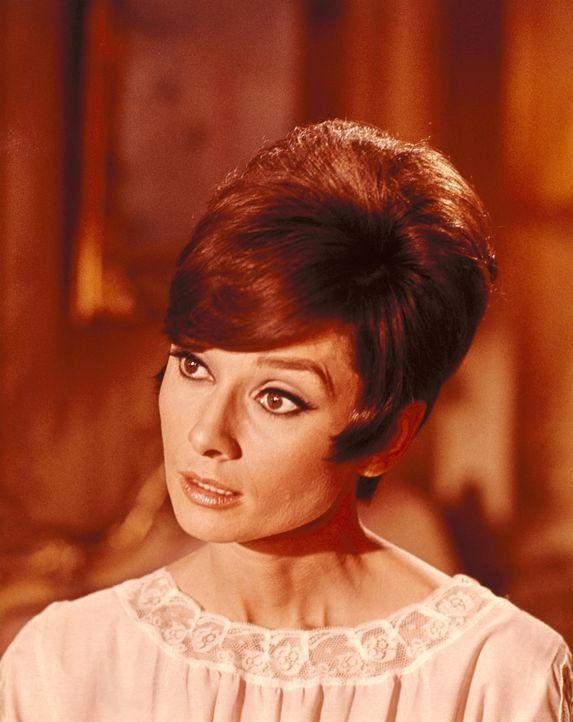 Hat einen gerissen Plan um den Ruf ihres Vaters zu retten: Nicole Bonnet (Audrey Hepburn) ...