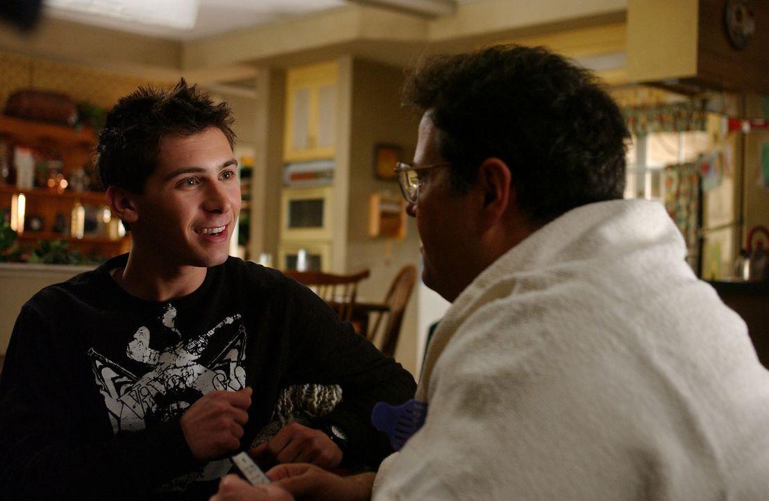 Craig (David Anthony Higgins, r.) lässt sich von Reese (Justin Berfield, l.) über eine neue Frisur beraten ... - Bildquelle: TM &   2005 - 2006 Twentieth Century Fox Film Corporation and Regency Entertainment (USA), Inc.