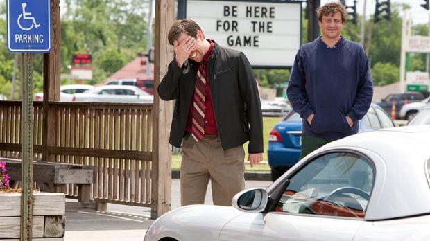 Jeff (Jason Segel, r.) und sein älterer Bruder Pat (Ed Helms, l.) müssen nach...