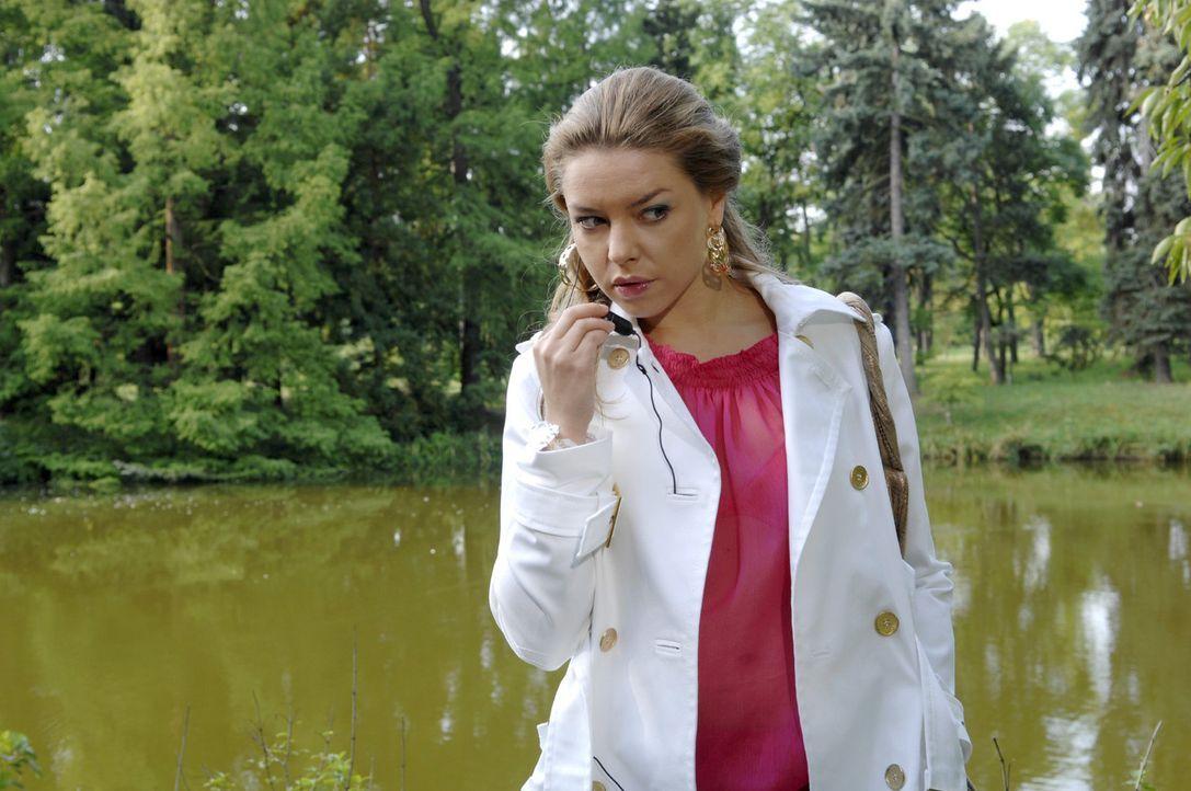 Anna hat sich dazu durchgerungen, Katja (Karolina Lodyga) und Jonas wieder zusammenzubringen. Zu diesem Zweck lockt sie beide an einen romantischen... - Bildquelle: Claudius Pflug Sat.1