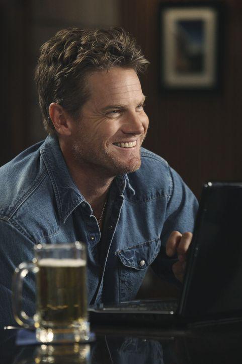 Bekommt von Travis seinen ersten Computer: Bobby (Brian Van Holt) ... - Bildquelle: 2010 ABC INC.
