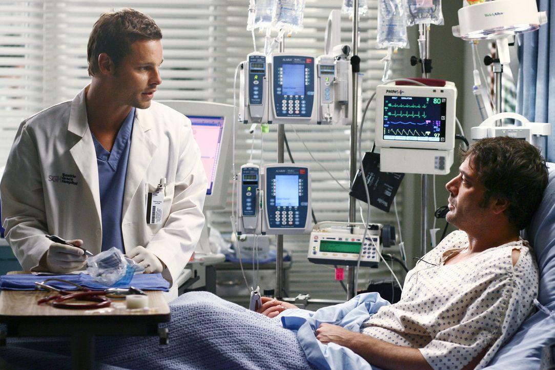 Alex (Justin Chambers, l.) ist eifersüchtig auf Denny Duquette (Jeffrey Dean Morgan, r.), einen Patienten von Izzie, zu dem sie sich hingezogen fühl... - Bildquelle: Touchstone Television