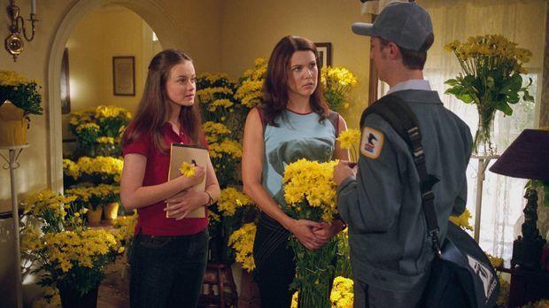 Während Rory (Alexis Bledel, l.) Dean mit zum Essen bei ihren Großeltern nimm...