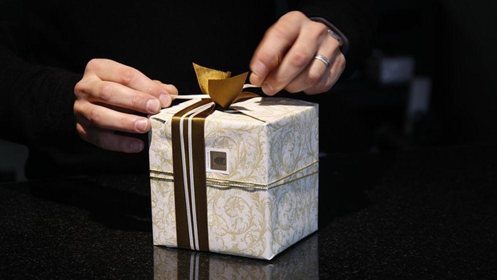 Weihnachtsgeschenke verpacken, Freude schenken - SAT.1 Ratgeber
