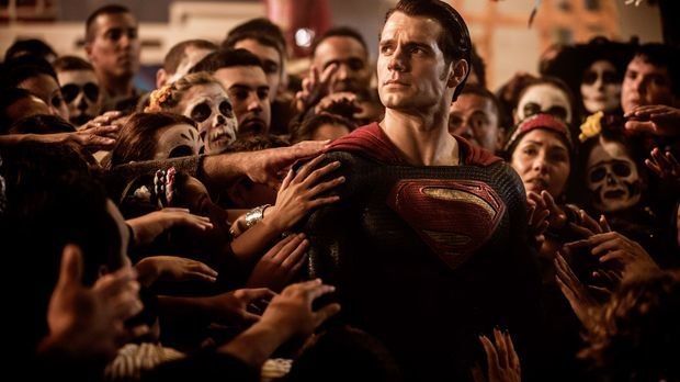 Batman-vs-Superman-Dawn-of-Justice-09-WARNER-BROS-ENTERTAINMENT-INC