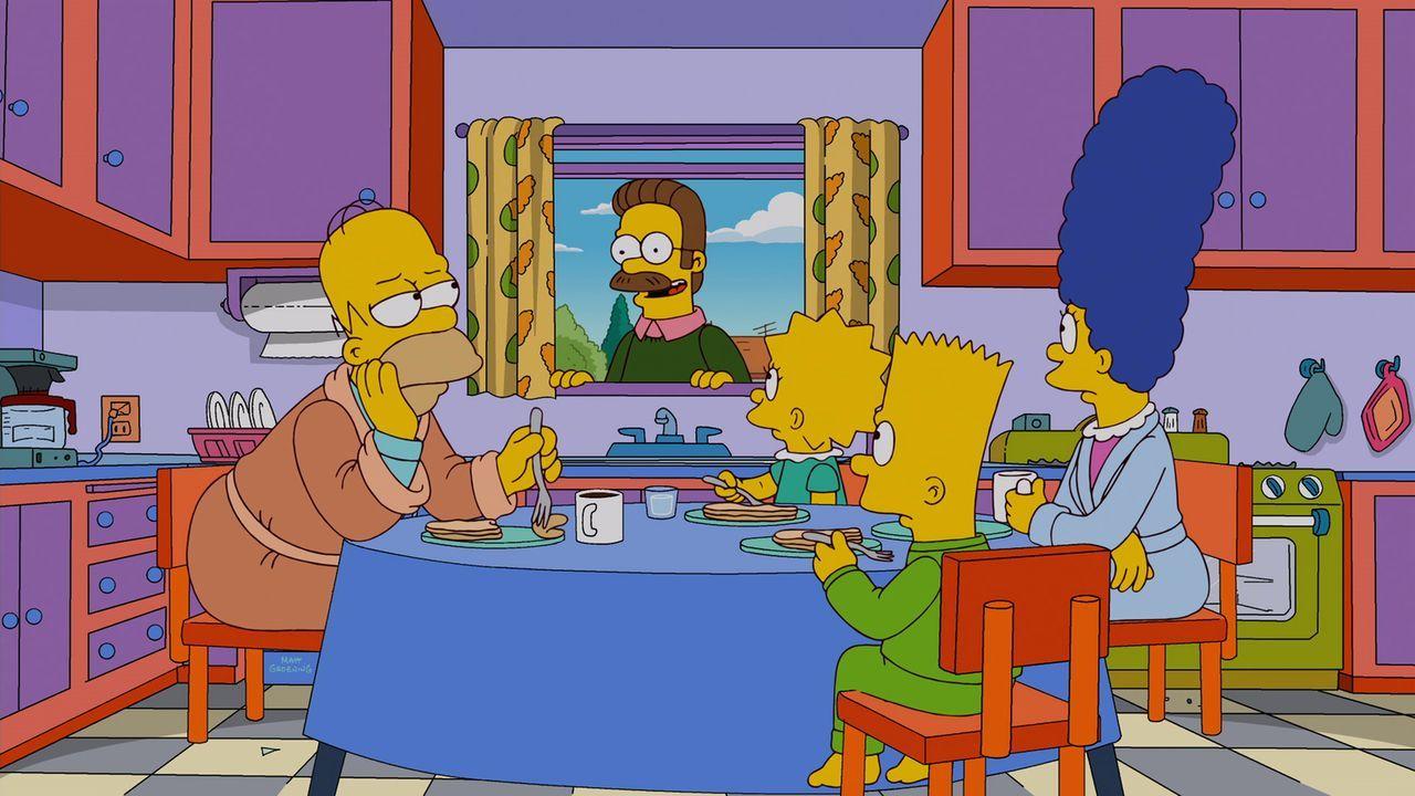 Homer (l.) gewinnt bei einer Verlosung das neue myPad von Mapple. Schon bald verbringt er 24 Stunden am Tag mit seinem neuen Tablet-Freund, was dazu... - Bildquelle: und TM Twentieth Century Fox Film Corporation - Alle Rechte vorbehalten