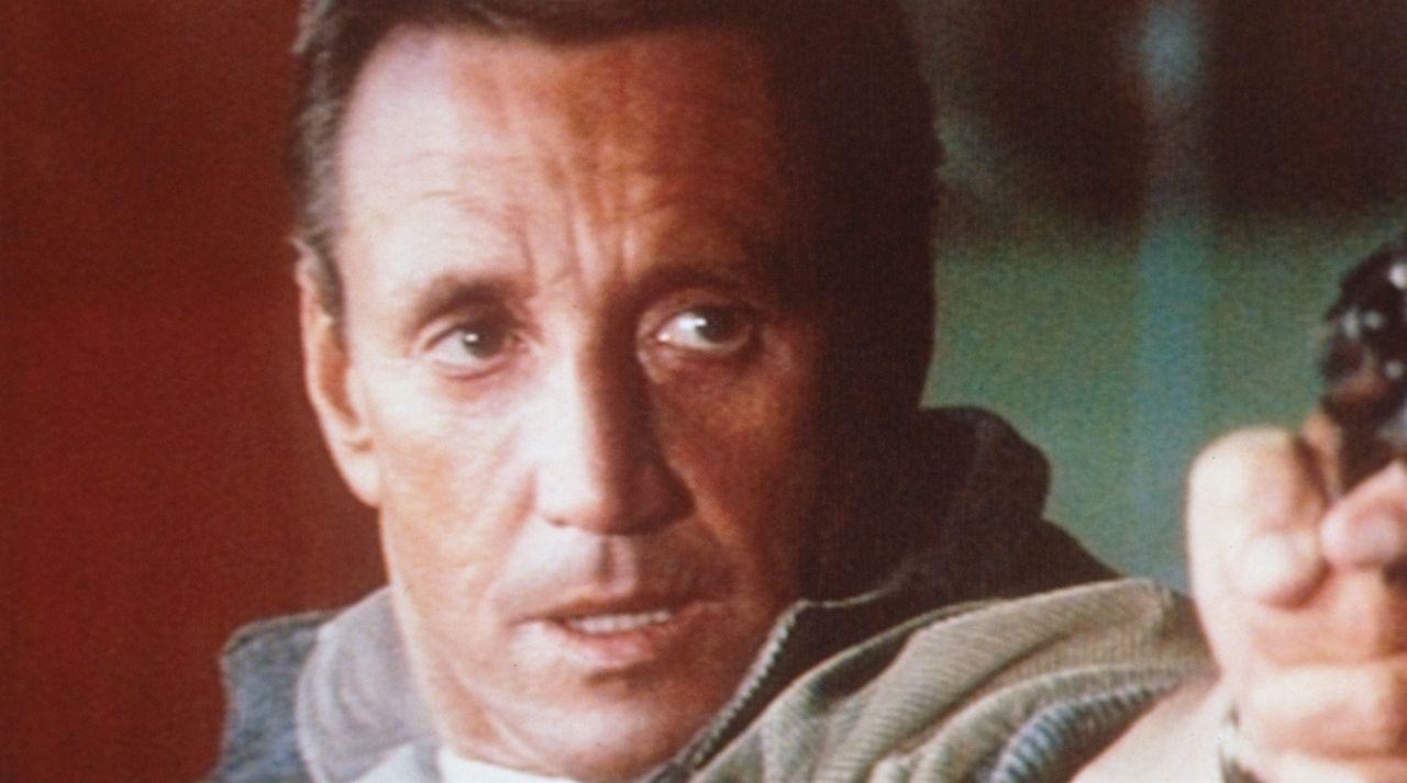 Frank Murphy (Roy Scheider) entführt den Helikopter und wird plötzlich zum 'Staatsfeind Nr. 1' ... - Bildquelle: Columbia Pictures