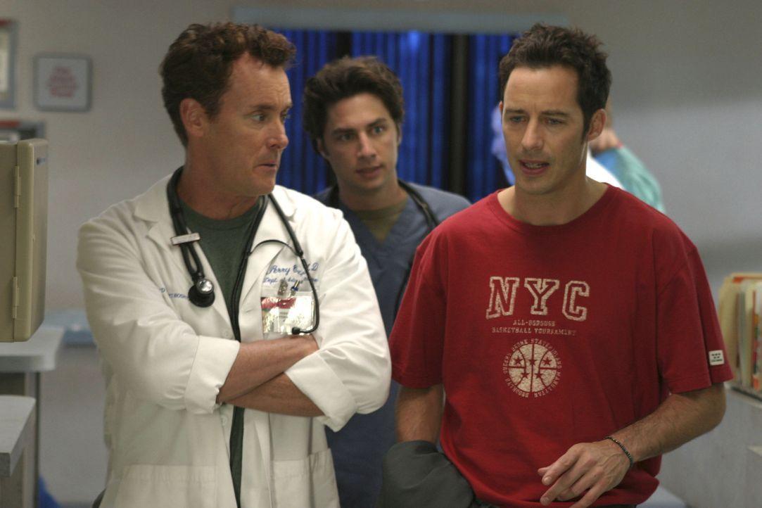Dan (Tom Cavanagh, r.) stellt mal wieder nichts als Blödsinn im Krankenhaus an und geht insbesondere Dr. Cox  (John C. McGinley, l.) und J.D. (Zach... - Bildquelle: Touchstone Television