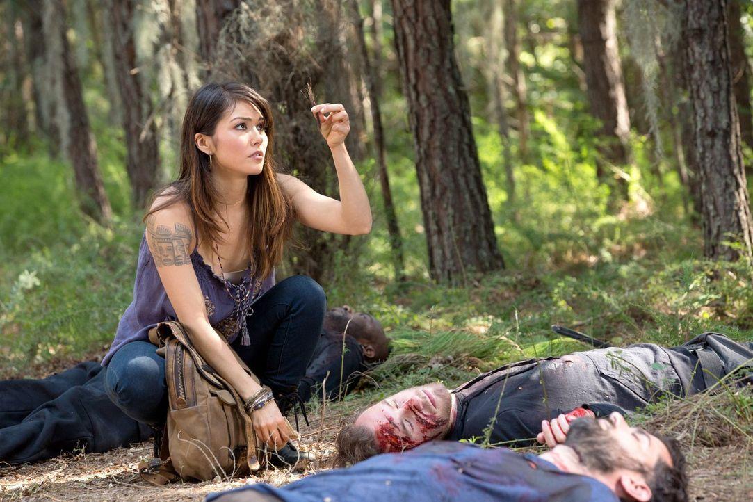 Welche Rolle spielen Sophie (Daniella Pineda) und ihre Familie bei einem Ritual der Hexen? - Bildquelle: Warner Bros. Television