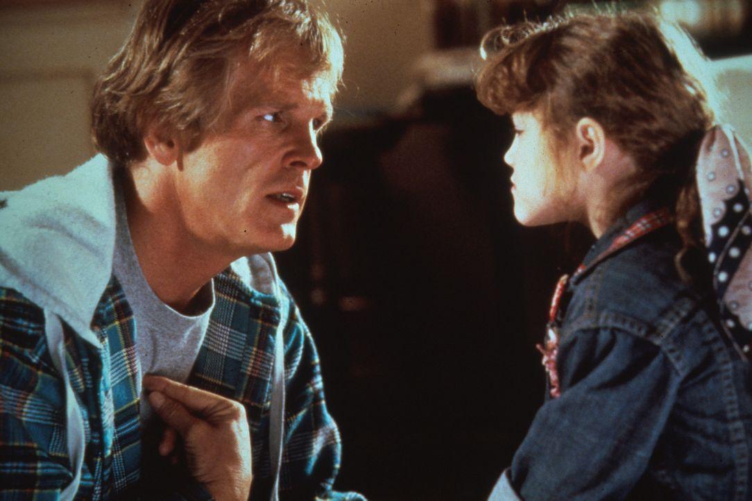 Völlig überraschend muss sich der arbeitslose Schauspieler Matt Hobbs (Nick Nolte, l.) um seine Tochter Jeannie (Whittni Wright, r.) kümmern, die... - Bildquelle: Columbia Pictures