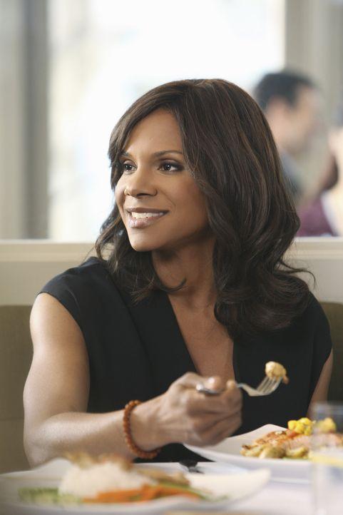 Naomi (Audra McDonald) trifft sich mit Fife zum Mittagessen. Er gesteht ihr, dass er seinen Job hat sausen lassen, nur um sie zu erobern. Naomis Leb... - Bildquelle: ABC Studios