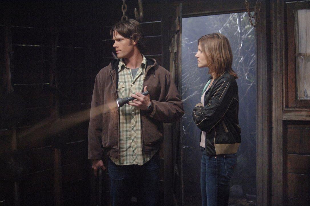 Um Molly (Tricia Helfer, r.) das Leben zu retten, müssen Sam (Jared Padalecki, l.) und Dean den mysteriösen Farmer erledigen. Wird es Ihnen gelingen... - Bildquelle: Warner Bros. Television