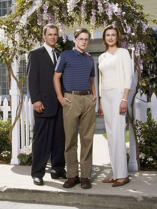 (1. Staffel) - Eine glückliche Familie? Mary Alice (Brenda Strong, r.), Zach (Cody Kasch, M.) und Paul (Mark Moses, l.) ... - Bildquelle: Touchstone Pictures