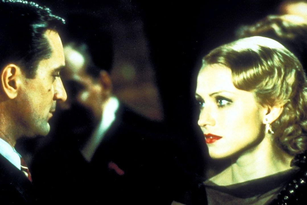 Noodles' (Robert De Niro, l.) große Liebe ist Deborah (Elizabeth McGovern, r.), die er von Kindheit an verehrt. Doch auch in diesem Fall kommt der... - Bildquelle: Warner Bros.